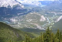 800px-Banff_from_Sulphur_Mtn_2005